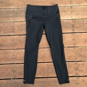 Athleta Black Stealth 7/8 Tight Legging S